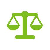 Symbol einer grünen ausbalancierten Balkenwaage auf weißem Hintergrund
