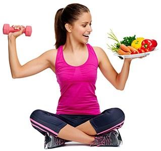 Frau mit Gemüse und Hantel