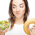 Frau mit richtiger Ernährung als Fatburner