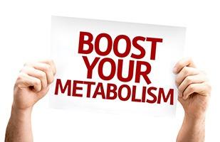 Zwei Hände halten ein Schild mit der Aufschrift 'Boost your metabolism