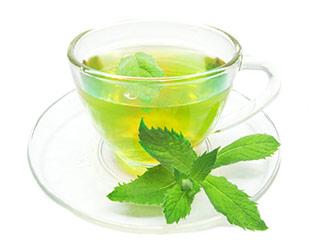 Grüner Tee in Glastasse