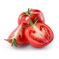 Eine ganze eine halbe Tomate und eine Tomagenspalte auf weißem Hintergrund